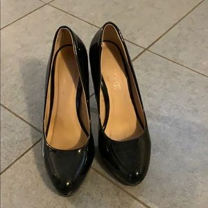 Aldo black patent leather platform heels